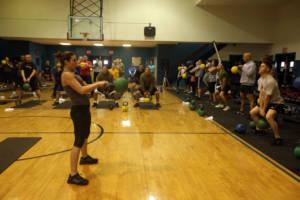 remise en forme - Entraînement fitness associant des mouvements de boxe et exercices de renforcement musculaire